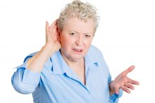 ee\Elderly woman can't hear