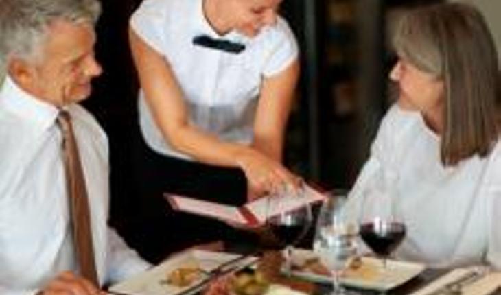 food-allergies-dining-in-restaurant.jpg