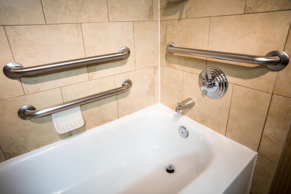 grab-rails-in-bathtub