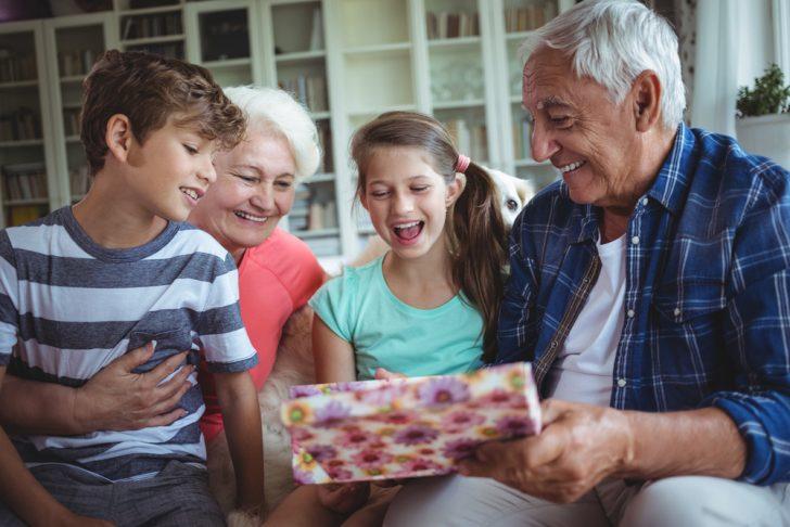 grandparnts-with-grandchildren