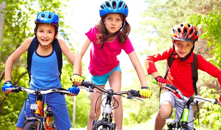 kids-riding-bikes
