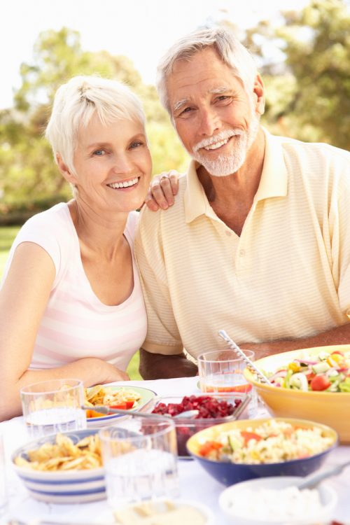 mature-couple-eating-healthy