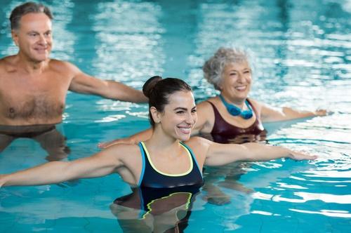 mature-swimming-class