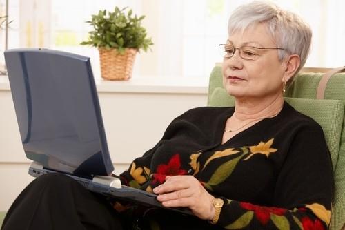 mature-woman-computer