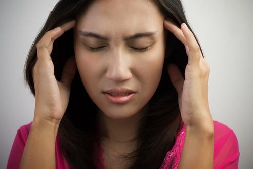 mature-woman-headache