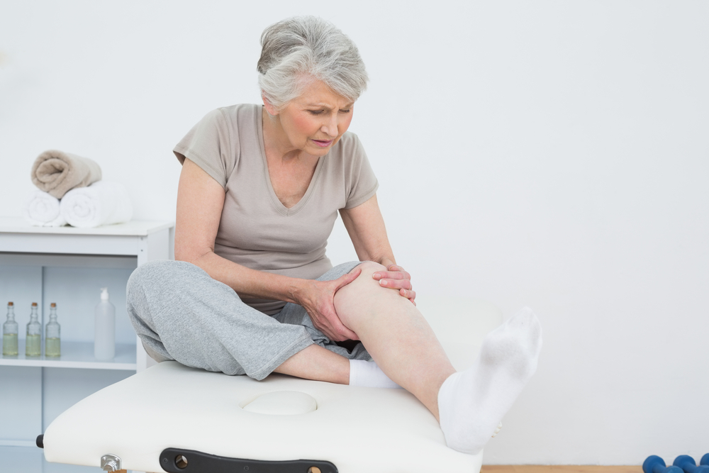 mature-woman-with-knee-pain