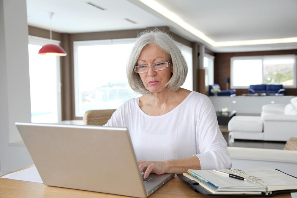 maturewoman-at-computer-at-home