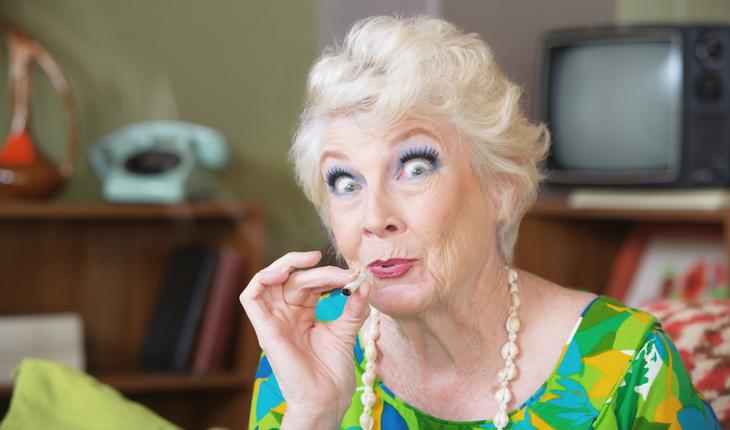 maturewoman-smoking-marijuana