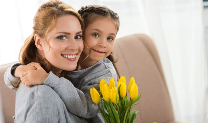 mother-and-daughter-with-flowers