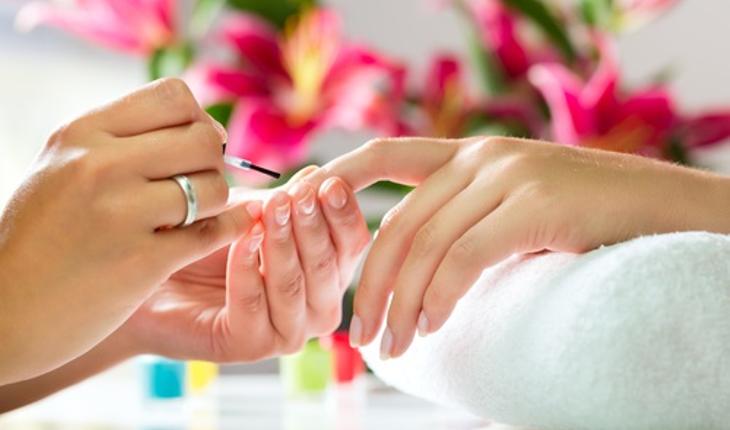 nail-polishing-scene