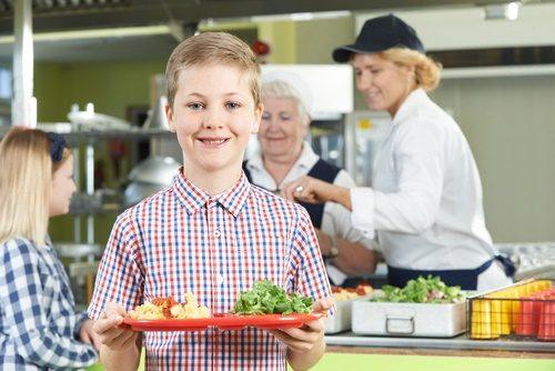 student-at-healthy-salad-bar