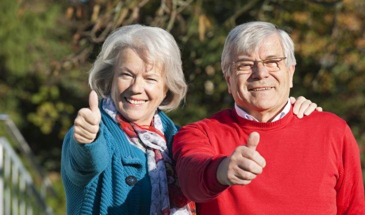 thumbs-up-older-couple