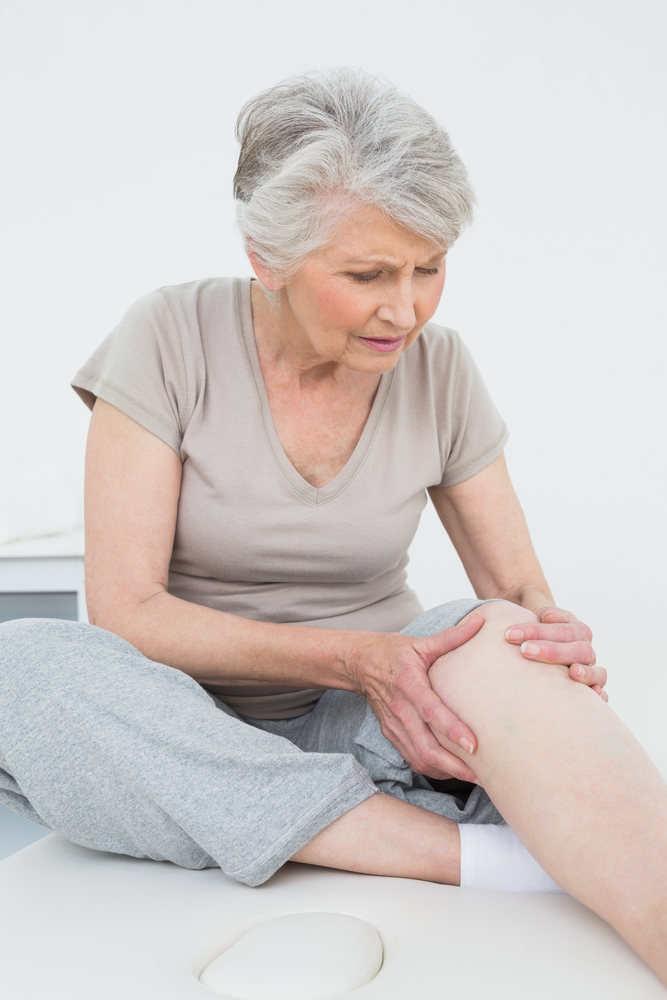 woman knee pain.jpg